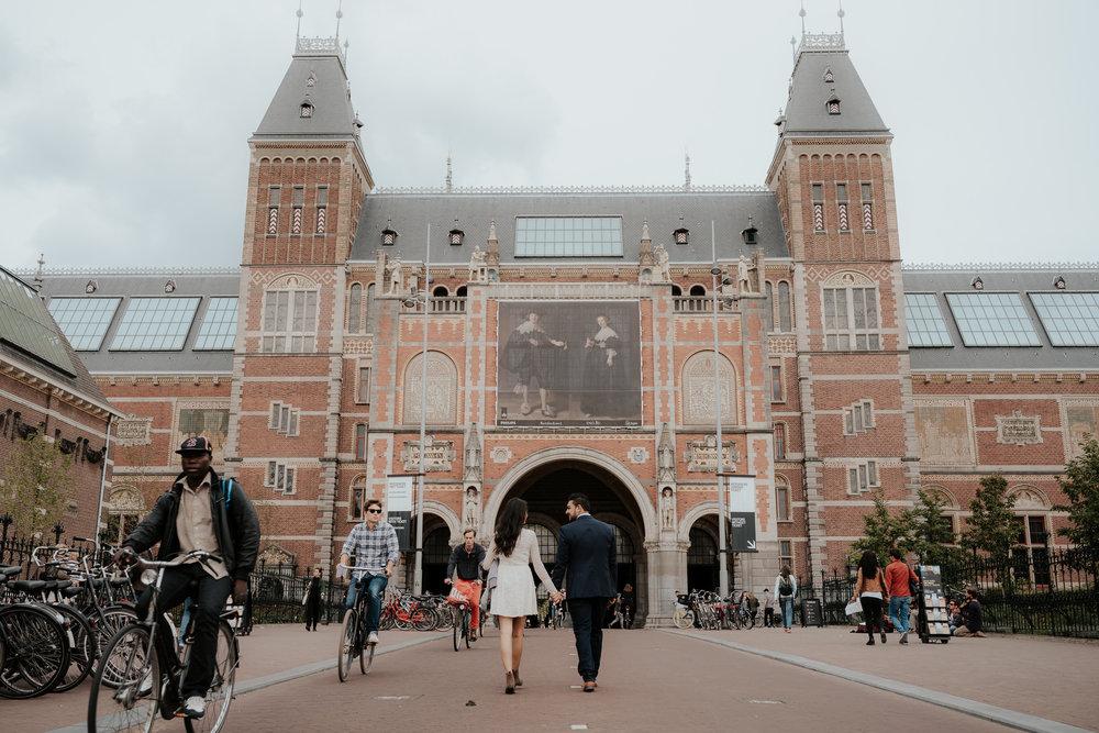loveshoot bruidsfotografie amsterdam couple at Rijksmuseum by mark hadden