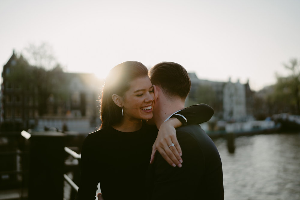 bruidsfotografie amsterdam engagement shoot kiss