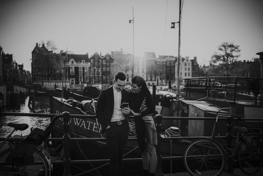 bruidsfotograaf mark hadden engagement on skinny bridge amsterdam