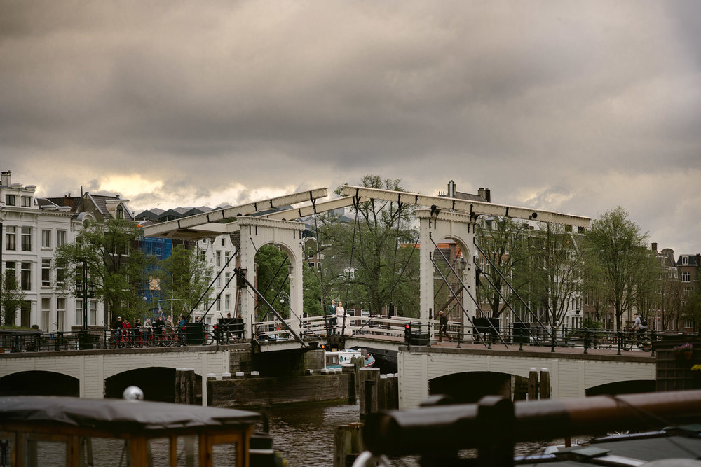 amsterdam wedding photographer magere brug couple photo shoot