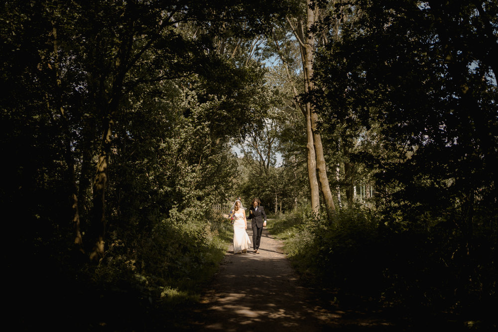 amsterdam wedding photographer couple in forest