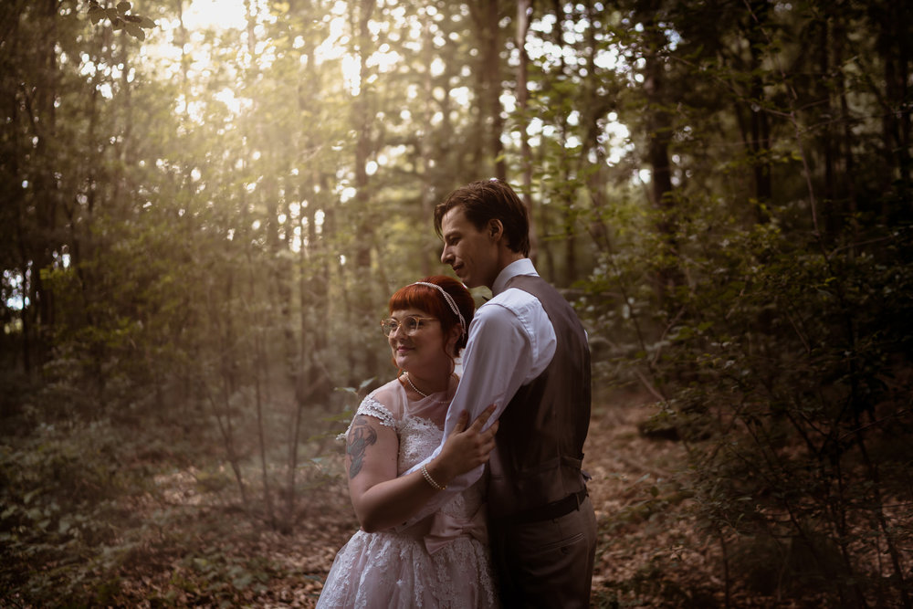 bruidsfotografie utrecht and amsterdam bruidspaar portretten in het bos