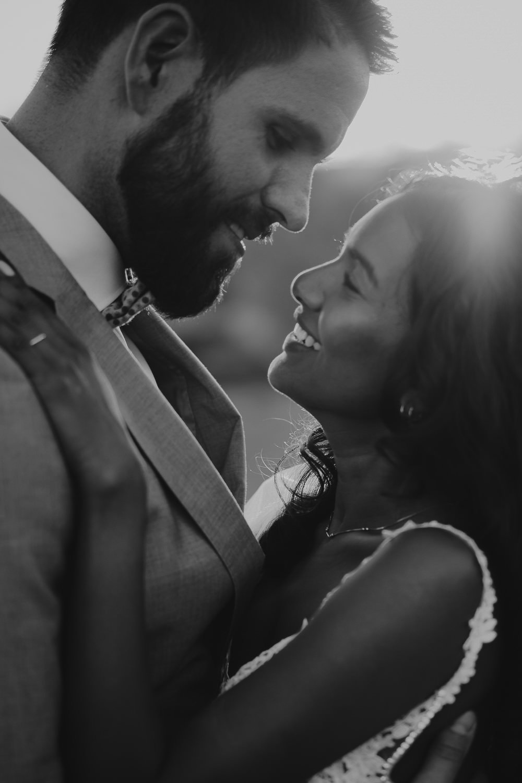 amsterdam wedding photographer mark hadden - couple portraits at sunset in tuscany