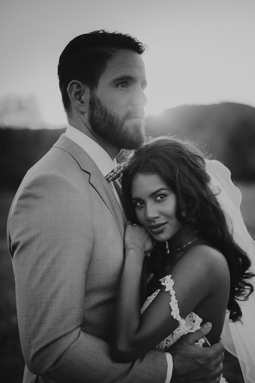amsterdam bruidsfotograaf mark Hadden - bruidspaarportretten bij zonsondergang in Toscane