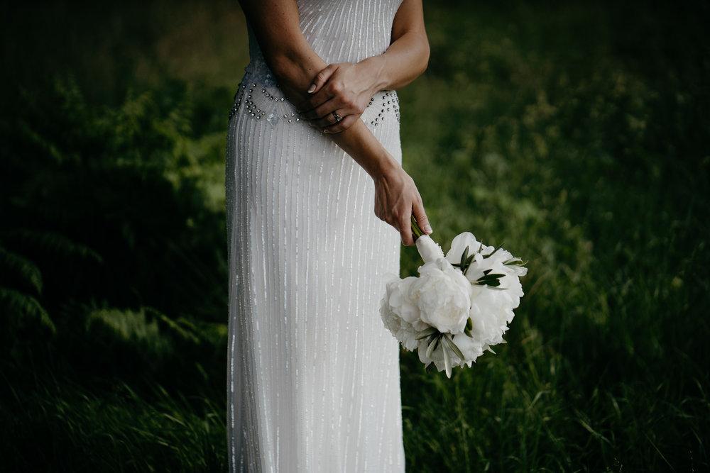 bruidsfotografie amsterdam bruid met bloemen