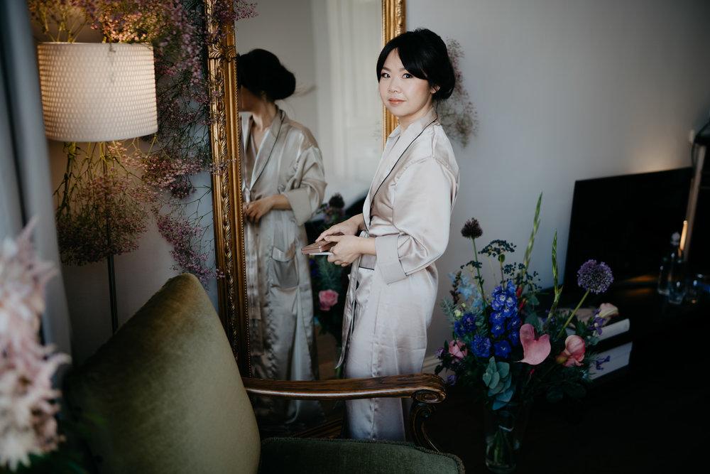 Bruid klaarmaakt voor trouwerij bruidsfotograaf Mark Hadden