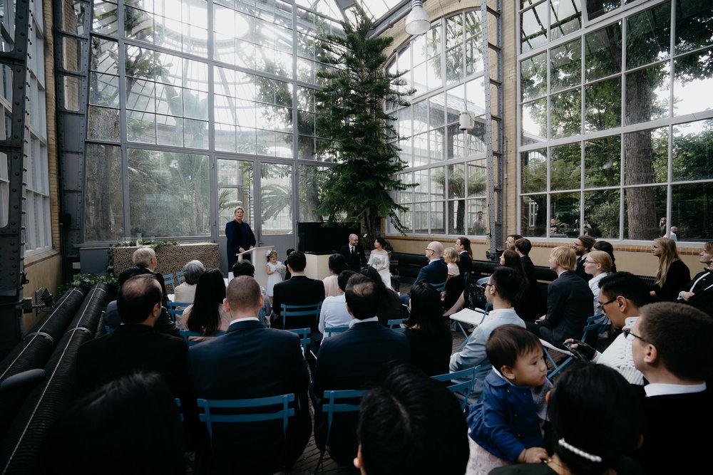 amsterdam wedding - ceremony at hortus botanicus