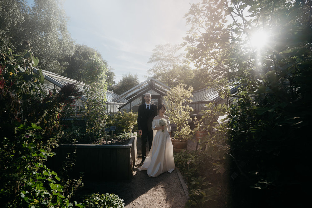 bridal portrait in Hortus Botanicus amsterdam by mark hadden amsterdam wedding photographer