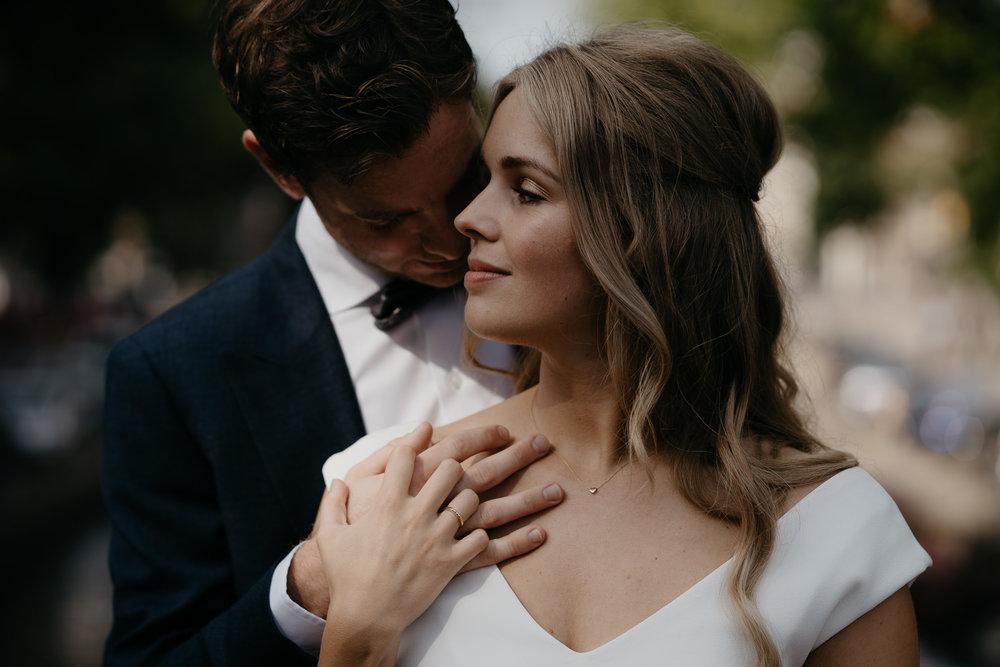 trouwfotograaf mark hadden fotografeert koppel in amsterdam op hun bruiloft