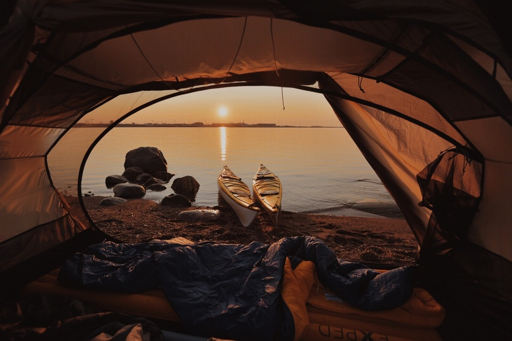 Jos olet telttailemassa niin teltta mukaan kuviin, mieti kuvakulmia, klassikko on rajata näkymä teltan oviaukosta. Jos saat vielä näkymään jotain muutakin kuin maiseman niin aina plussa.