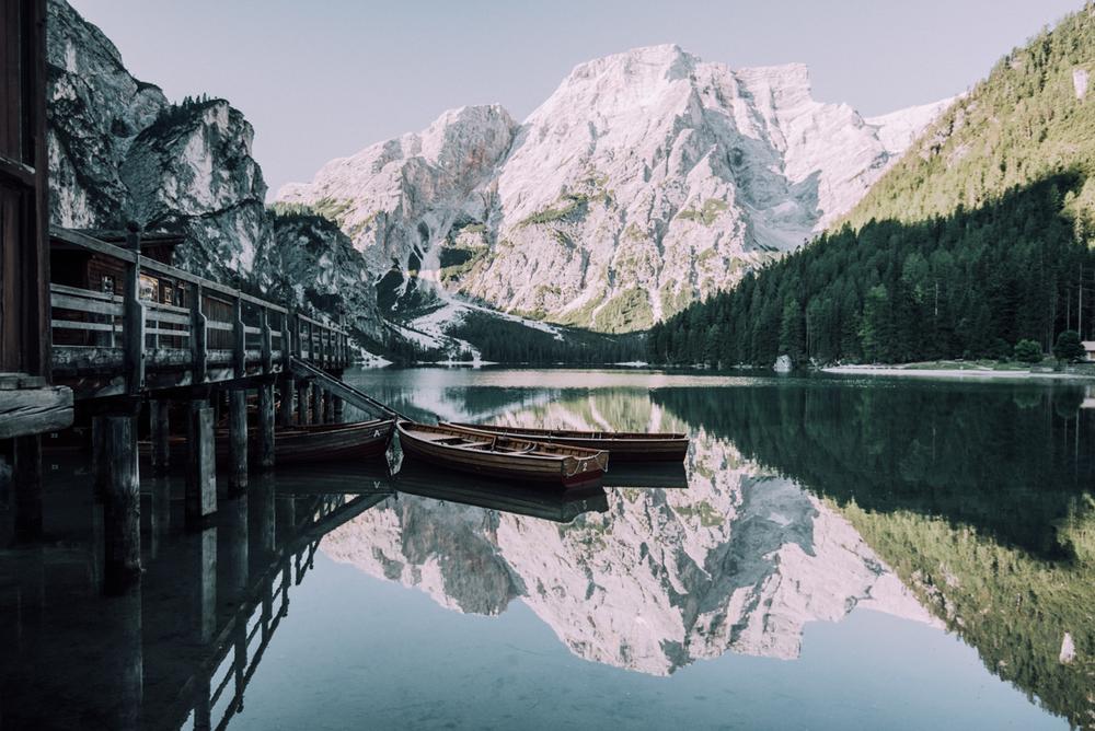 Mitä aikaisemmin aamulla herää sitä todennäköisemmin on tyyntä, tämä onkin paras aika kuvata veden heijastumia jos sellaisista tykkää sen lisäksi että valo on yleensä paras aamun ensimmäisinä tunteina.