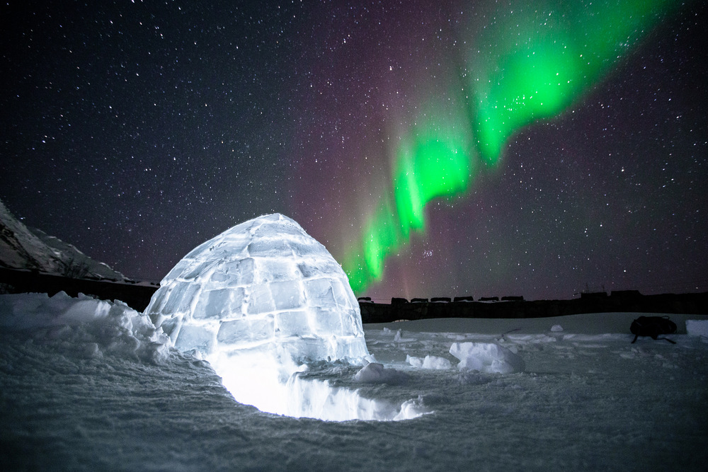 igloo northern lights