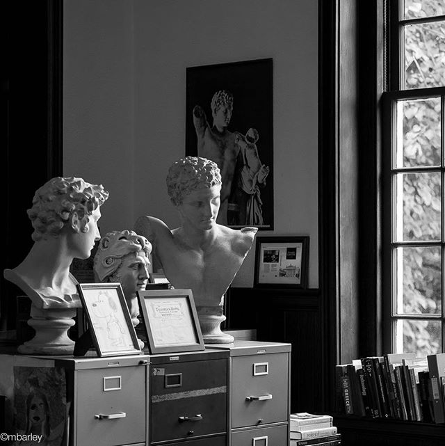 Casual observers of Latin class, Groton School. #Latin #literature #classics #philosophy #language #prepschool @grotonadmission @grotonschool #enrichededucation #tranquility #michaebarleyphoto #independentschool #independentschoolphotographer #texasphotographer #asisawit #lovethisjob