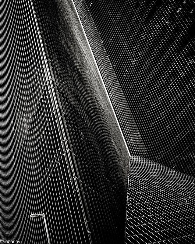 Penzoil Towers Houston. #houstonlandmark #penzoil #hostonarchitecture #dynamicstructures #asisawit michaelbarleyphoto texasphotographer #downtownhouston #houstonskylinelandmark #glassandsteel