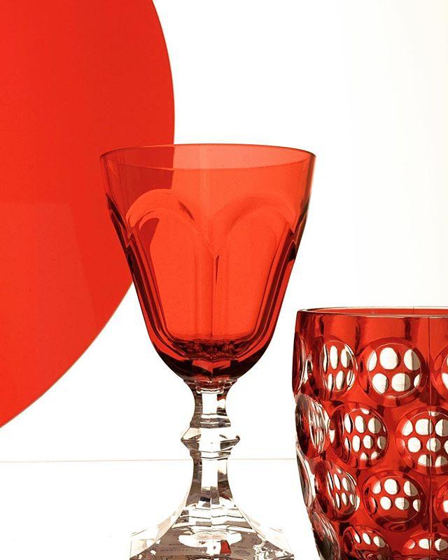 MUSEUM@OF FINE ART HOUSTON. Randomly found a still life while browsing the gift shop. #stilllife #dinnerware #red # beautyofwhitespace #michaelbarleyphoto #texasphotographer #asisawit