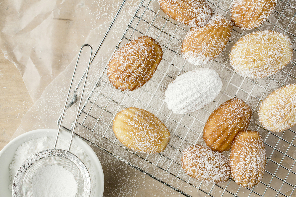 Madeleines dusted with powdered sugar.
