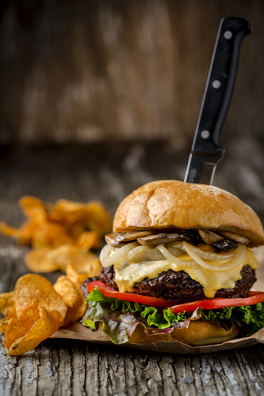 One pound cheeseburger with sauteed mushrooms and caramelized onions. Served with chips.