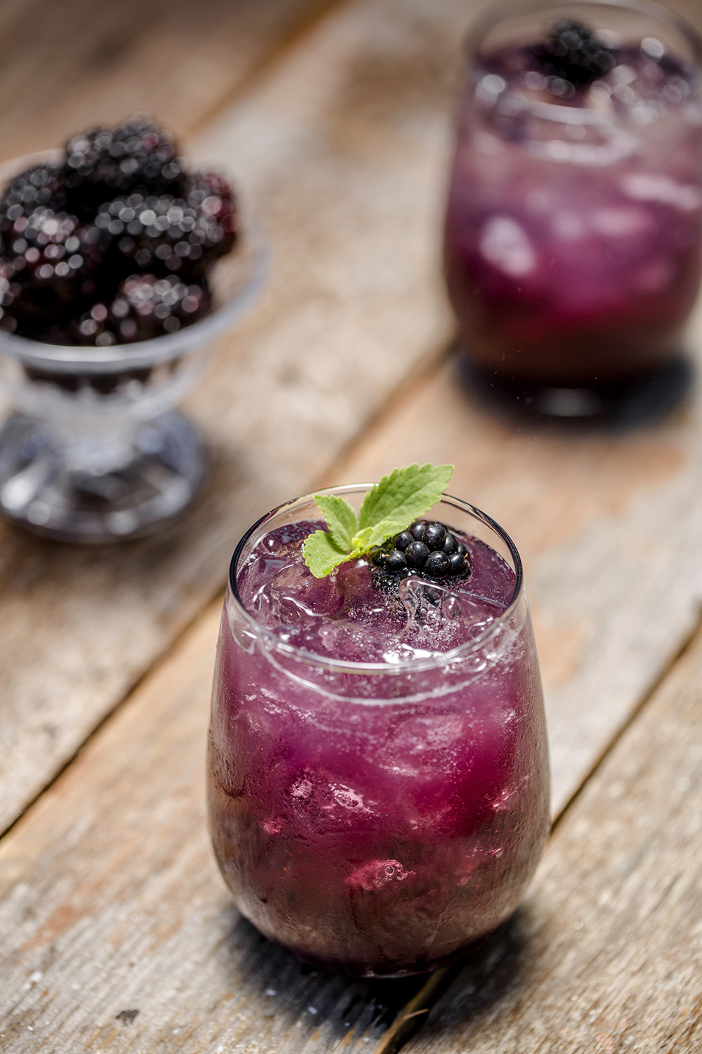 Looking for a great drink to make with sparkling water? How about a Blackberry Fizz.