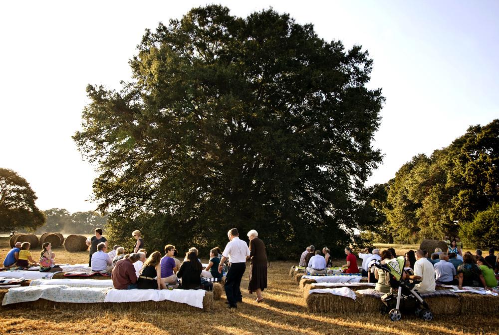 oak_tree_wedding_hay_bale_seating