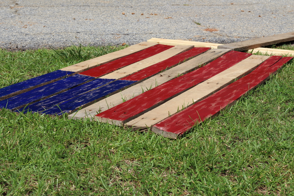 Painted Pallet Wood American Flag DIY