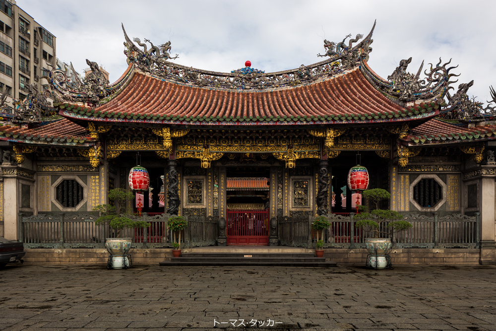 The main entry to the temple, as shot from outside.