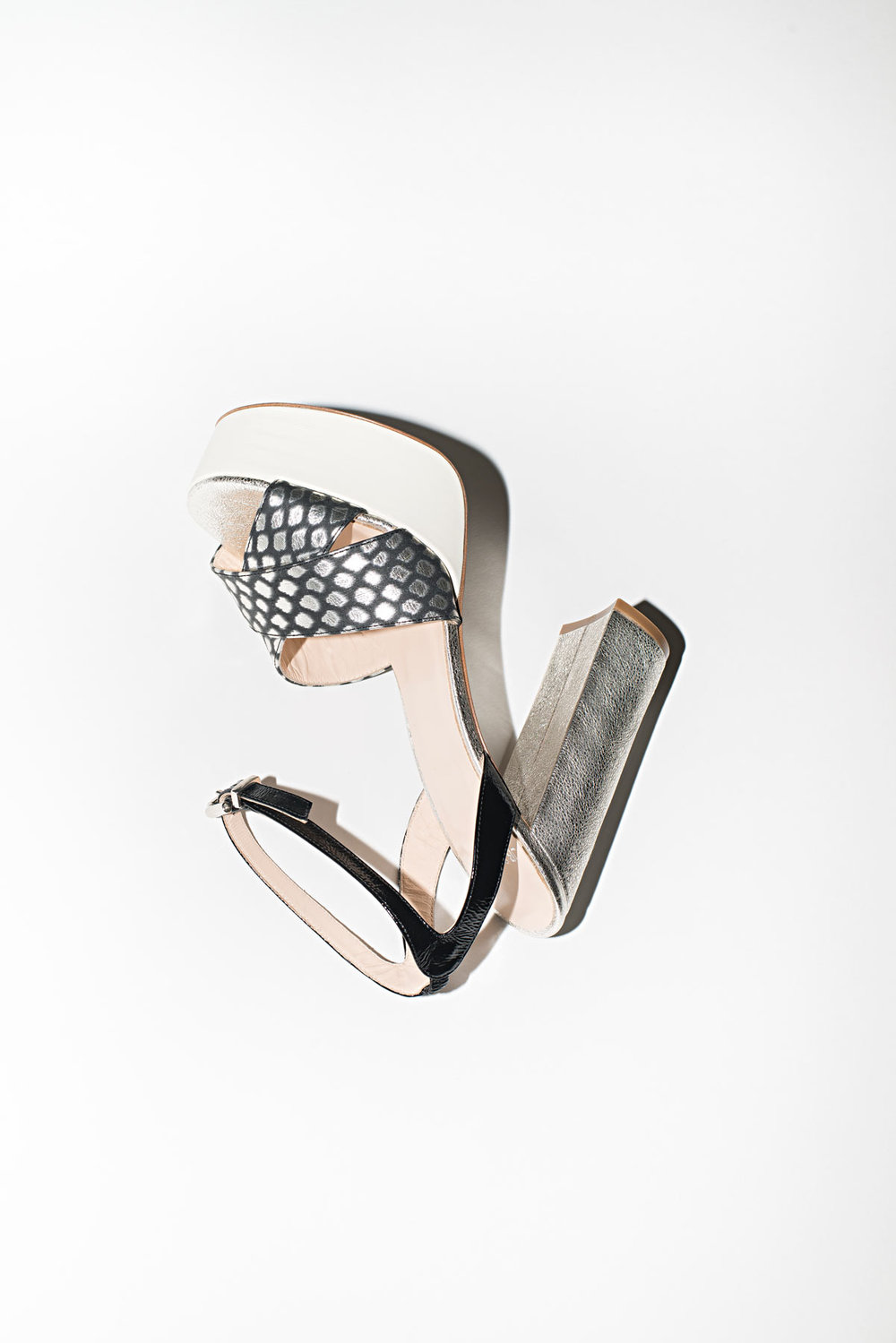 accessoire_chaussure_shoes_sac_bag_photo_photographe_nature_morte_paris_studio_photographie_eshop_sneacker_still_life_mode_luxe_122_jb_martin_02.jpg