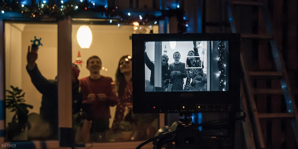 Jingle Bars (2014)