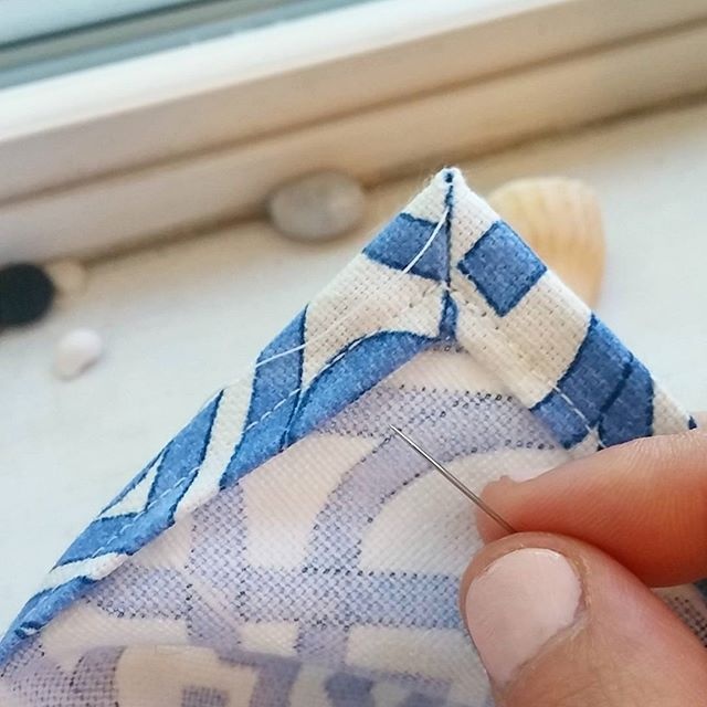 Even the wee-ist mitered corner deserves some handstitching care and love 😊❤ . . #seamstress #sewist #diystyle #diydecor #custommade #customsewing #imakethings #handmademovement #handcrafted #makersmovement #sewing