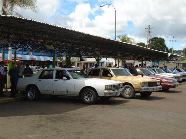 Viajar desde el terminal interurbano de la ciudad de Anaco se ha vuelto toda una odisea. Foto:Darwin Villarroel