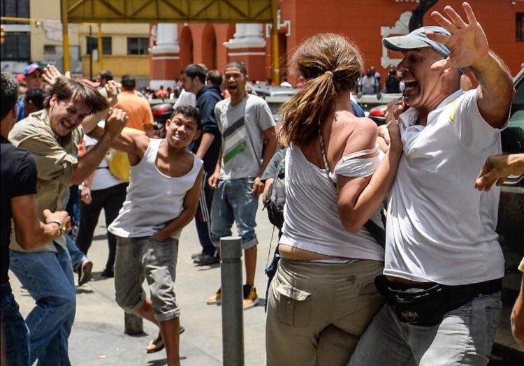 Oficialistas atacan concentración de seguidores de la oposición frente al TSJ | Foto: archivo
