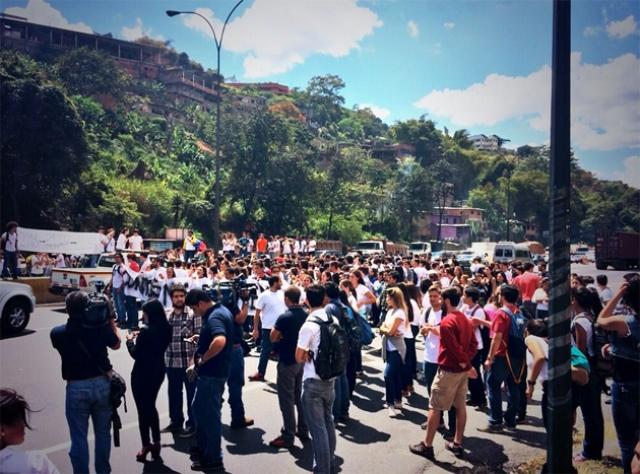 Los jóvenes manifestaron su indignación ante la indolencia por parte del Gobierno hacia la crisis de inseguridad. Foto: archivo.