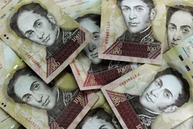 Además de los billetes de 100, los hombres también llevaban en sus carteras papel moneda extranjera de 100 y 50 dólares, y 20 euros. Foto: archivo.