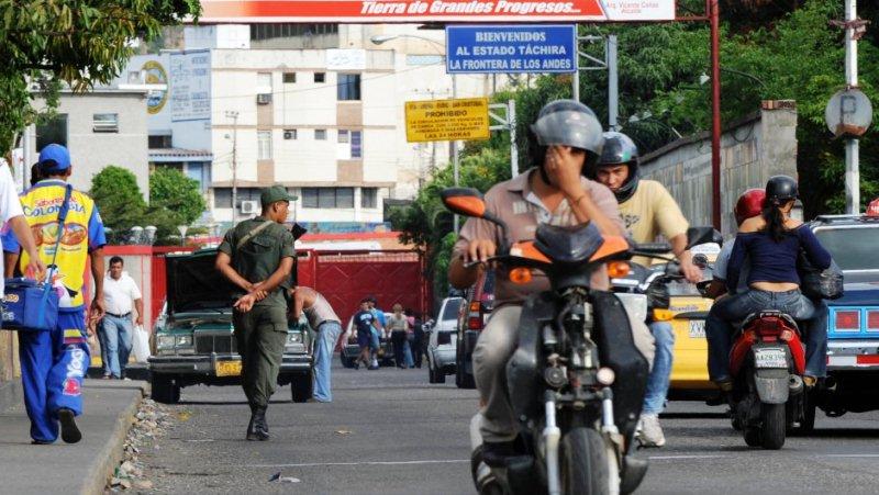 Efectivos militares se mantienen custodiando la ciudad tras el cierre fronterizo Foto: Archivo