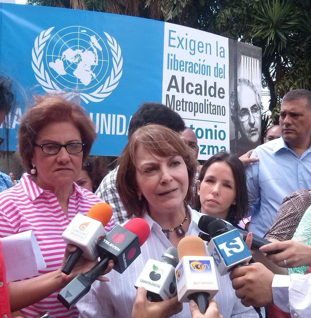 Mitzy Capriles de Ledezma declara a los medios de comunicación | Foto: cortesía