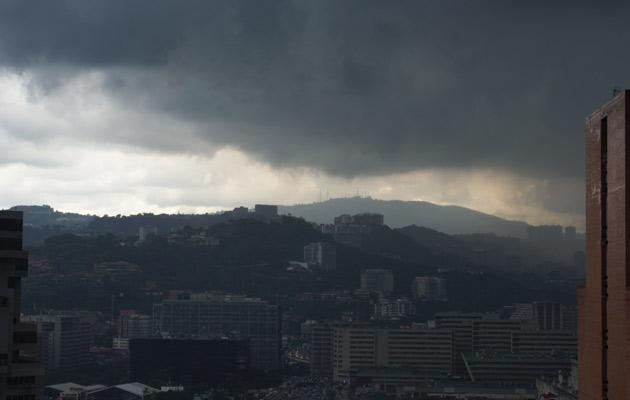 En horas de la tarde habrá lluvias aisladas acompañadas en su mayoría de descargas eléctricas. Foto: archivo.