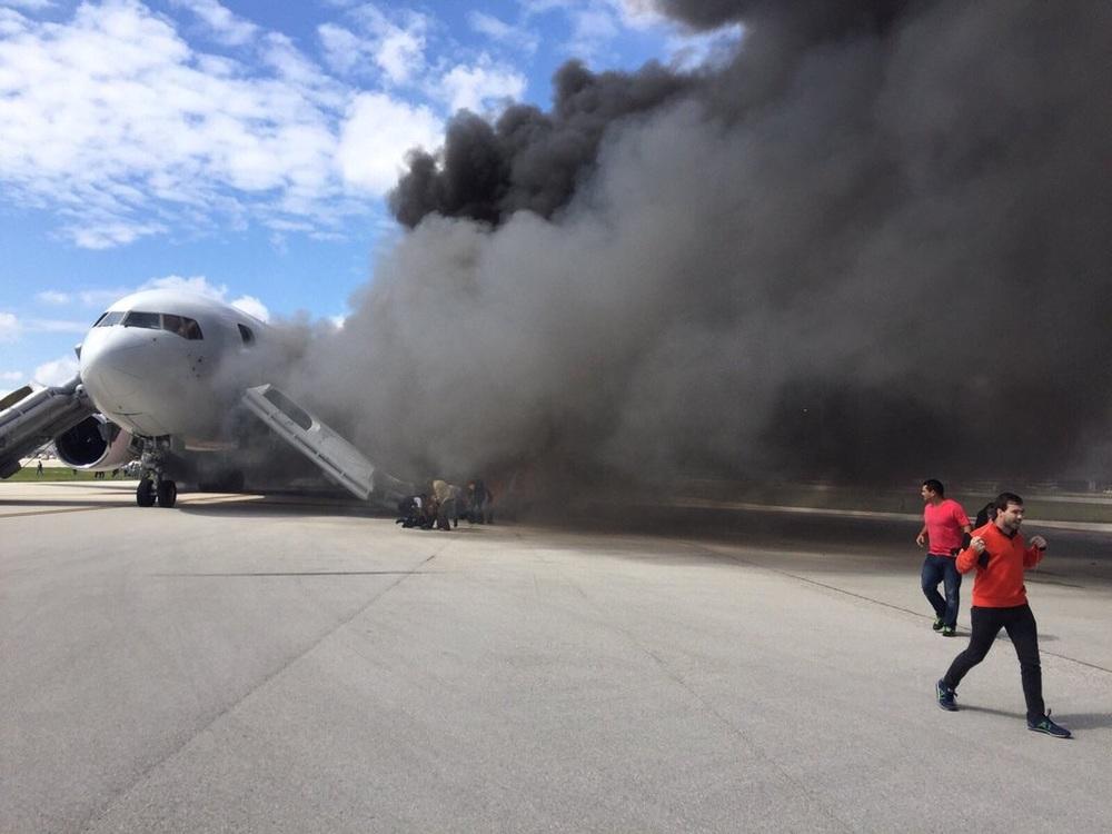 Se incendia avión de Dynamic Airways, antes de iniciar vuelo con destino a Venezuela | Foto: cortesía