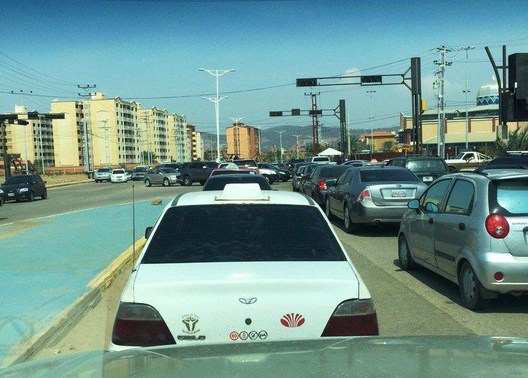 Trabajos de Hidrocaribe congestionaron las cercanías al CC Puente Real Foto: @trafficpuerto