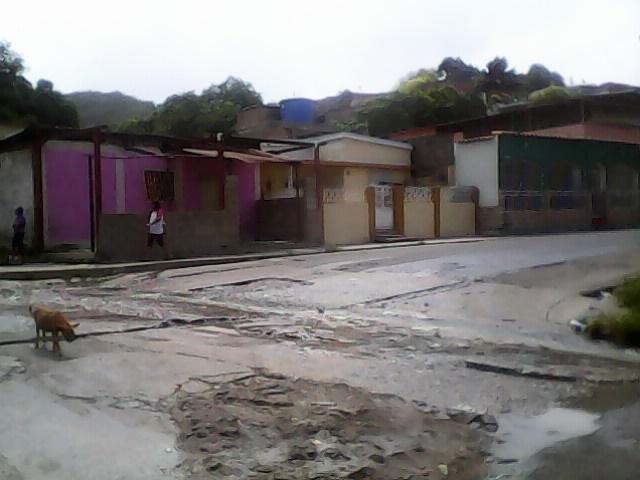 Cuando llueve las calles de las Charas quedan inundadas. Foto: archivo.