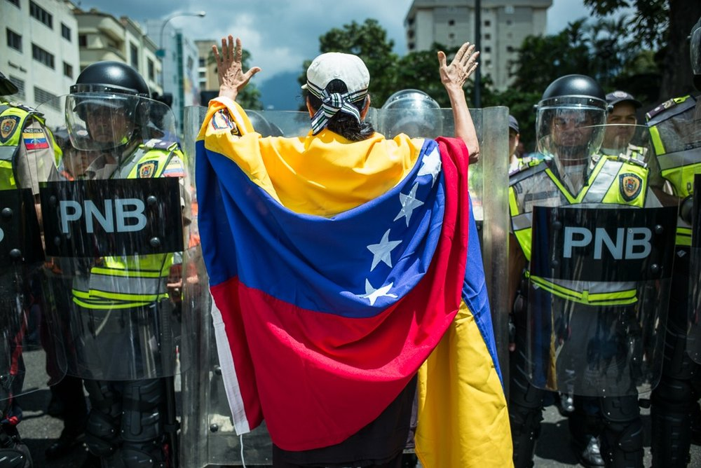 Manifestante de la oposición durante protesta en Caracas #16SLaCumbreDelPueblo Foto: Andrés Kerese