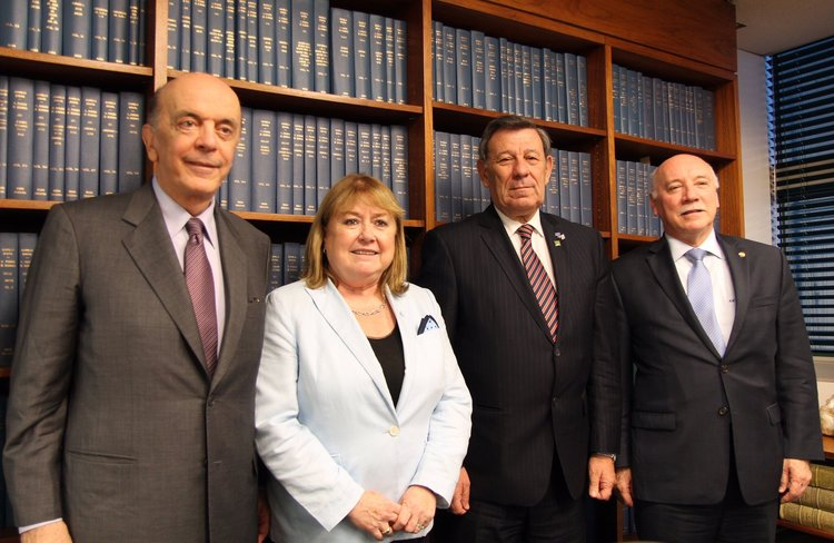 Resultado de imagen de Los ministros José Serra y Susana Malcorra