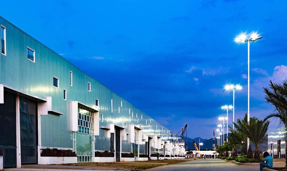 Instalaciones del  Parque Industrial Aerocentro  en la ciudad de Barcelona, construido por  Constantino Bonaduce