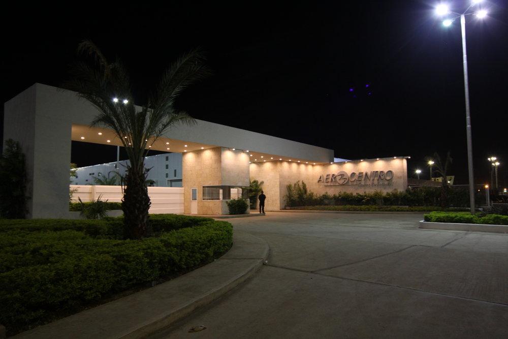 Entrada principal de Aerocentro, construido por Constantino Bonaduce