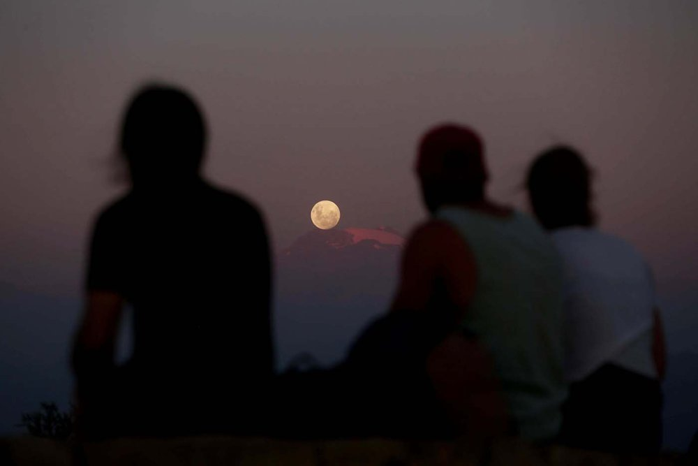 2018-01-31T024242Z_1402912548_RC17439098E0_RTRMADP_3_SUPERMOON-SIGHTING-CHILE.jpg