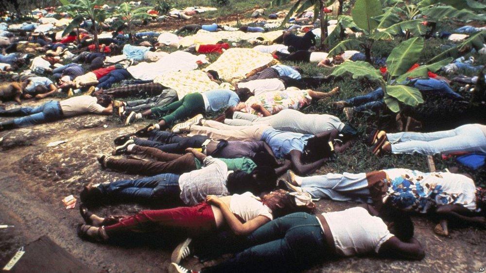 Imagen de archivo tomada al descubrir el suicidio colectivo de seguidores de la Secta Templo del Pueblo liderizada por Jim Jones en 1978