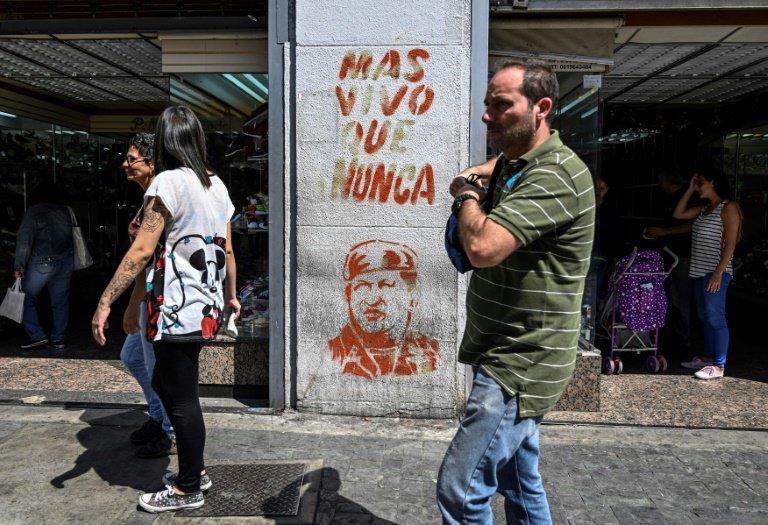 Una pinta a favor del expresidente de Venezuela Hugo Chávez, el 1 de febrero de 2019 en Caracas© AFP Juan BARRETO