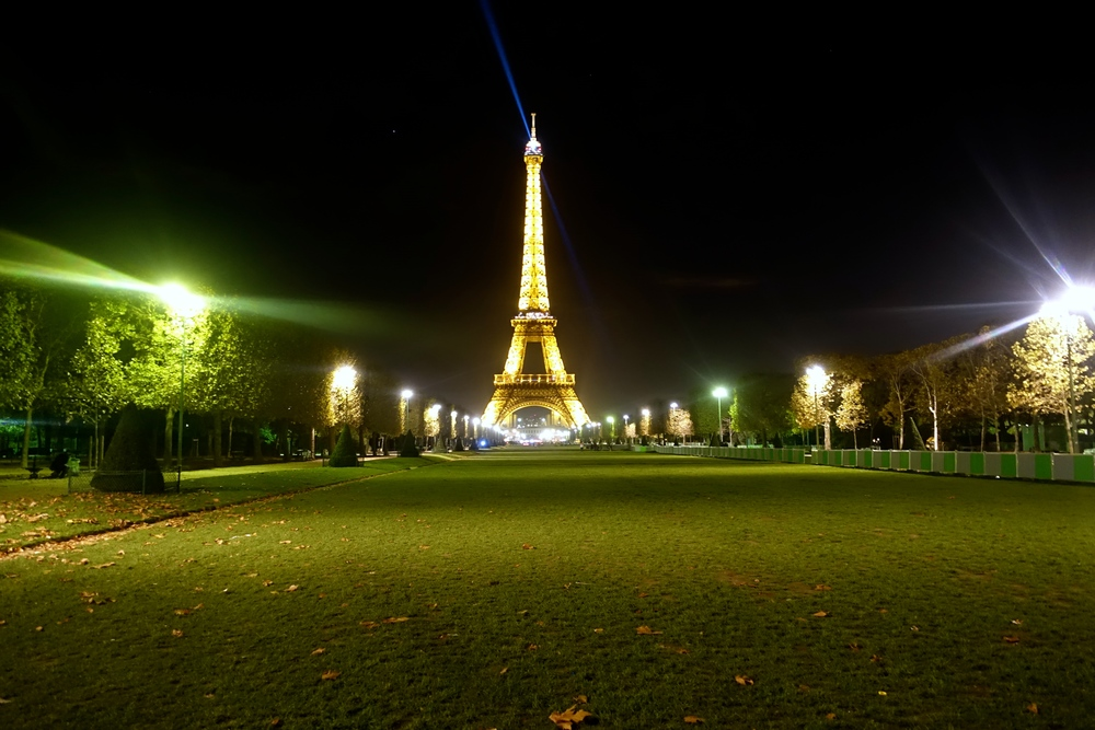 Tour Eiffel, uninterrupted // 9 November 2014, 10:43pm.