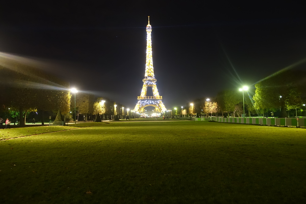 Tour Eiffel, uninterrupted // 9 November 2014, 11:00pm.