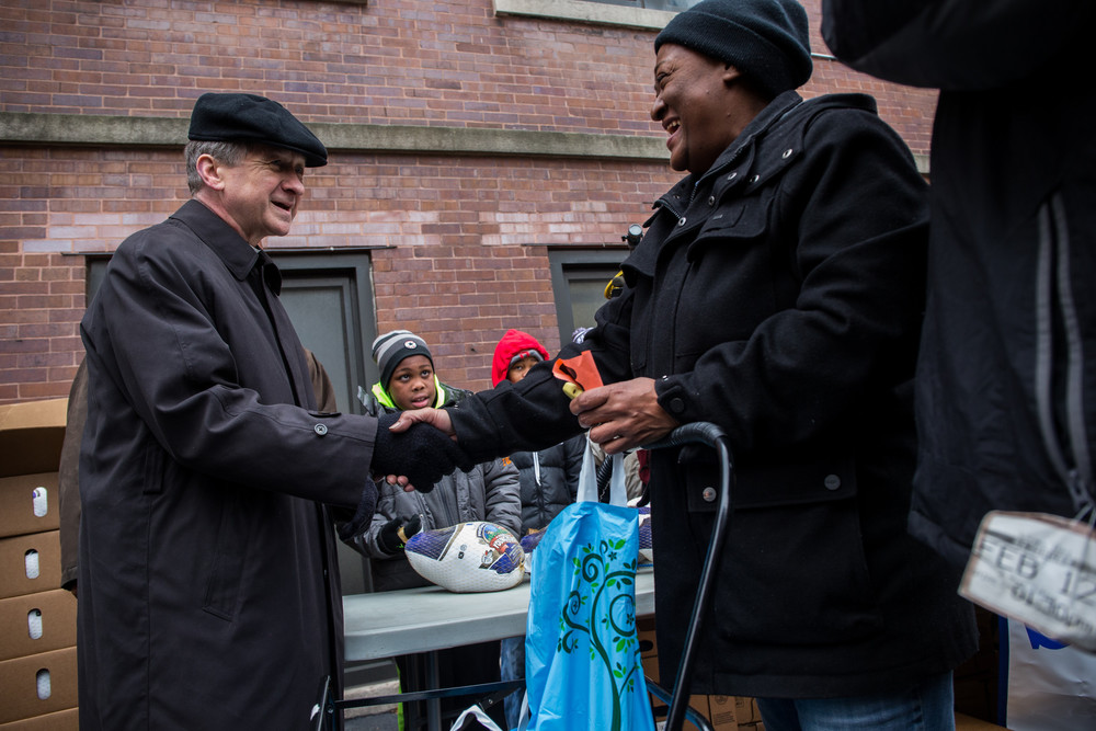 chi-archbishop-cupich-helps-distribute-thanksgiving-food-to-poor-20141126.jpg