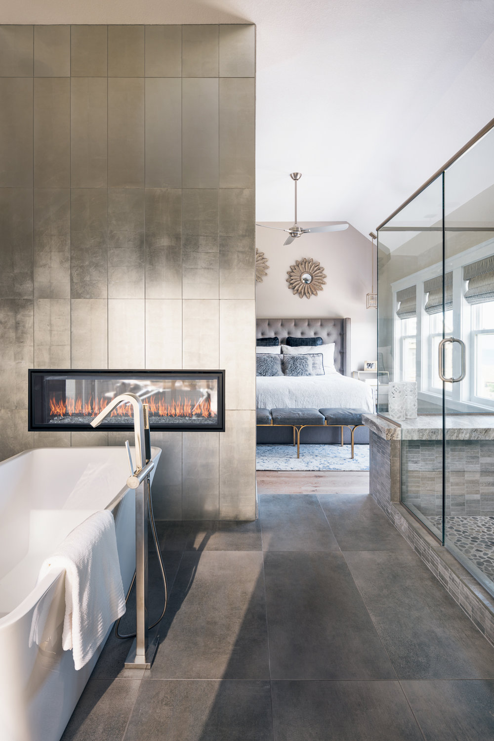 Outer Banks - Carova - Modern Bathroom - Fireplace