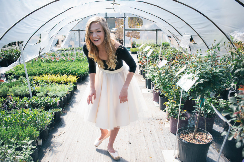 the-greenery-alabama-senior-session-in-greenhouse-ballerina-asheville-senior-photographer